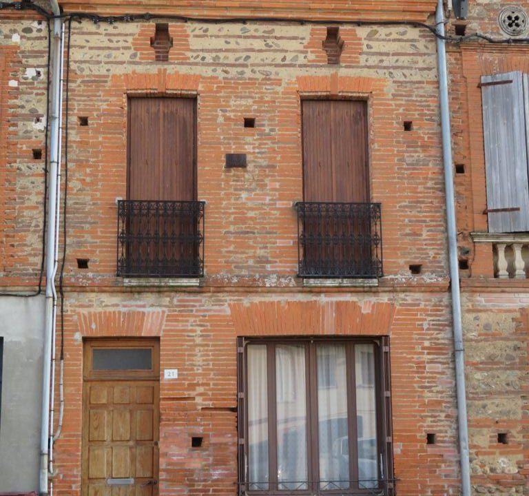 is 003 maison de village rieumes facade 3