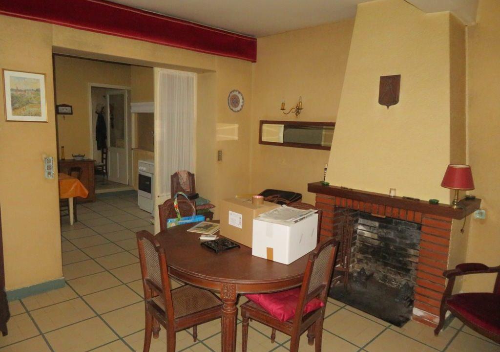is 003 maison de village rieumes salle a manger cheminee 2 1