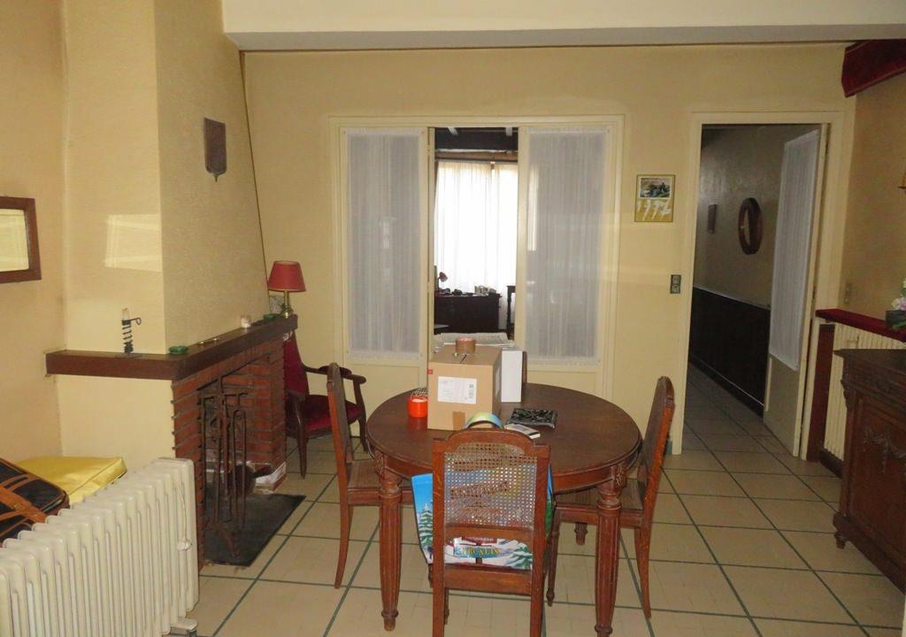 is 003 maison de village rieumes salle a manger vue cuisine 1