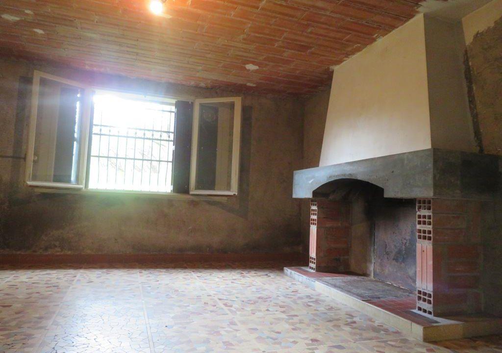 is 130 rieumes terrain a lotir maison cheminee