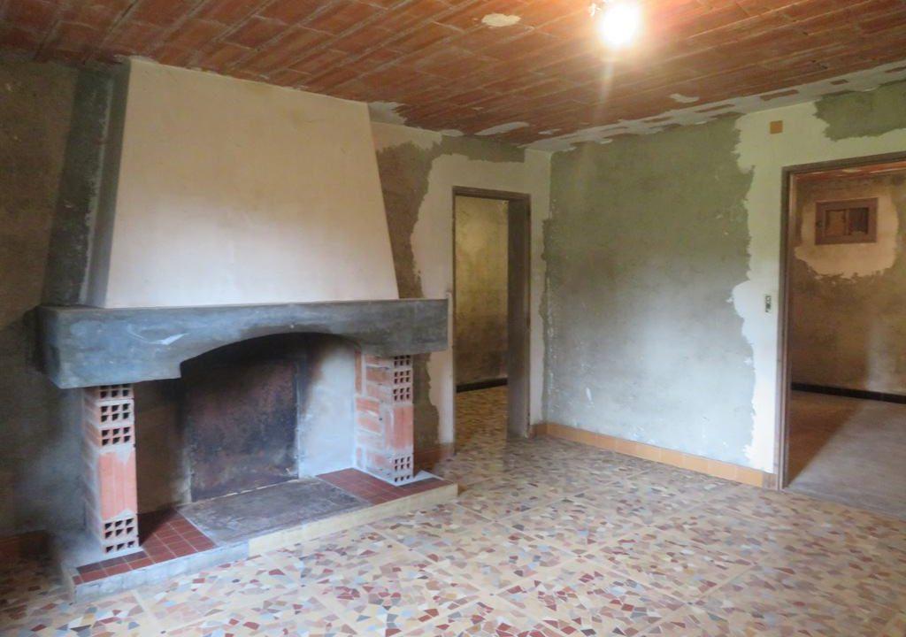 is 130 rieumes terrain a lotir maison cheminee 2