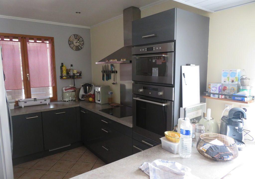 br 009 villa centre rieumes cuisine 1