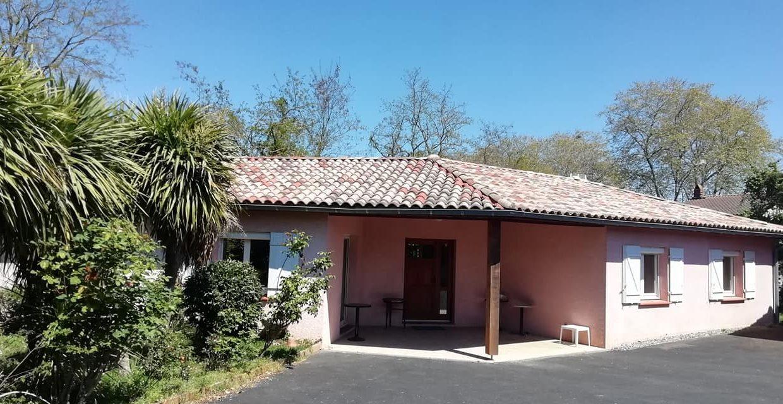 is 001 villa rieumes centre facade 555