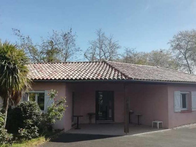 is 001 villa rieumes centre facade principale