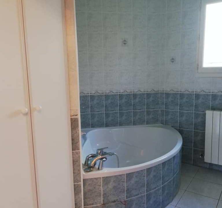is 001 villa rieumes centre facade salle de bains