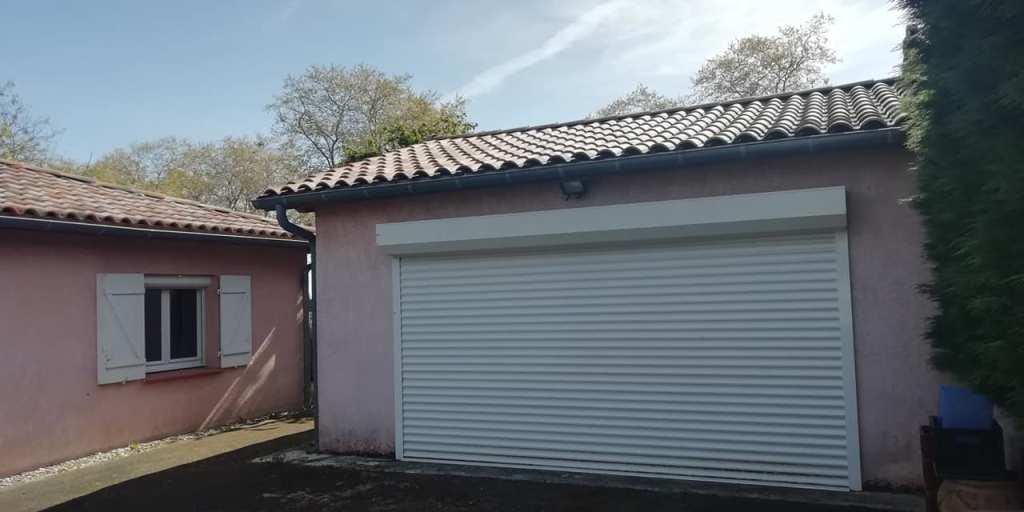 is 001 villa rieumes centre garage