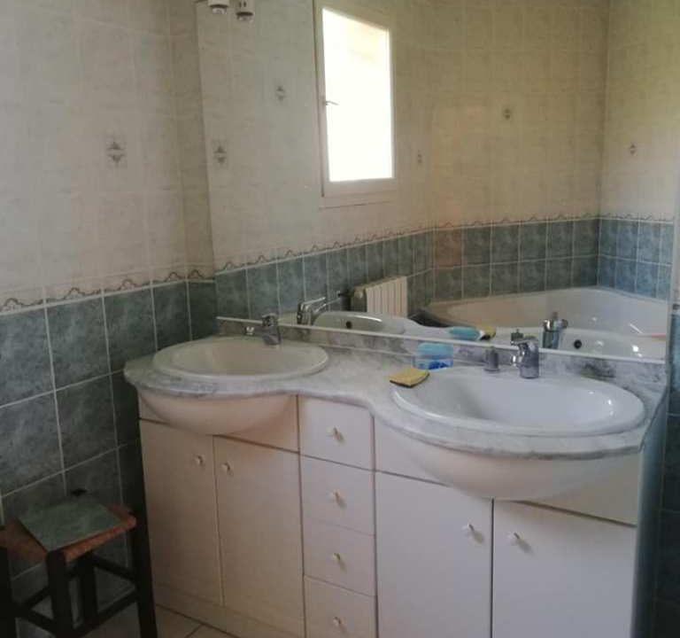 is 001 villa rieumes centre salle de bains