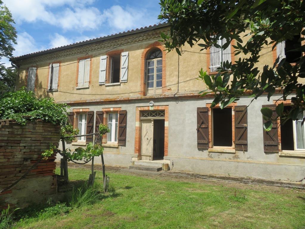 Canton de Rieumes, maison de caractère, 200 m² hab. sur 2190 m² de terrain.