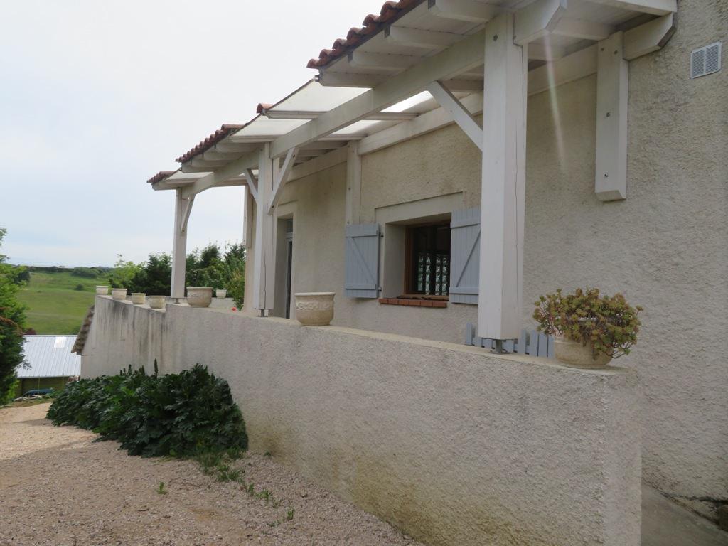 Canton de Rieumes, maison de village T4, 150 m² hab., sur 796 m² de terrain.