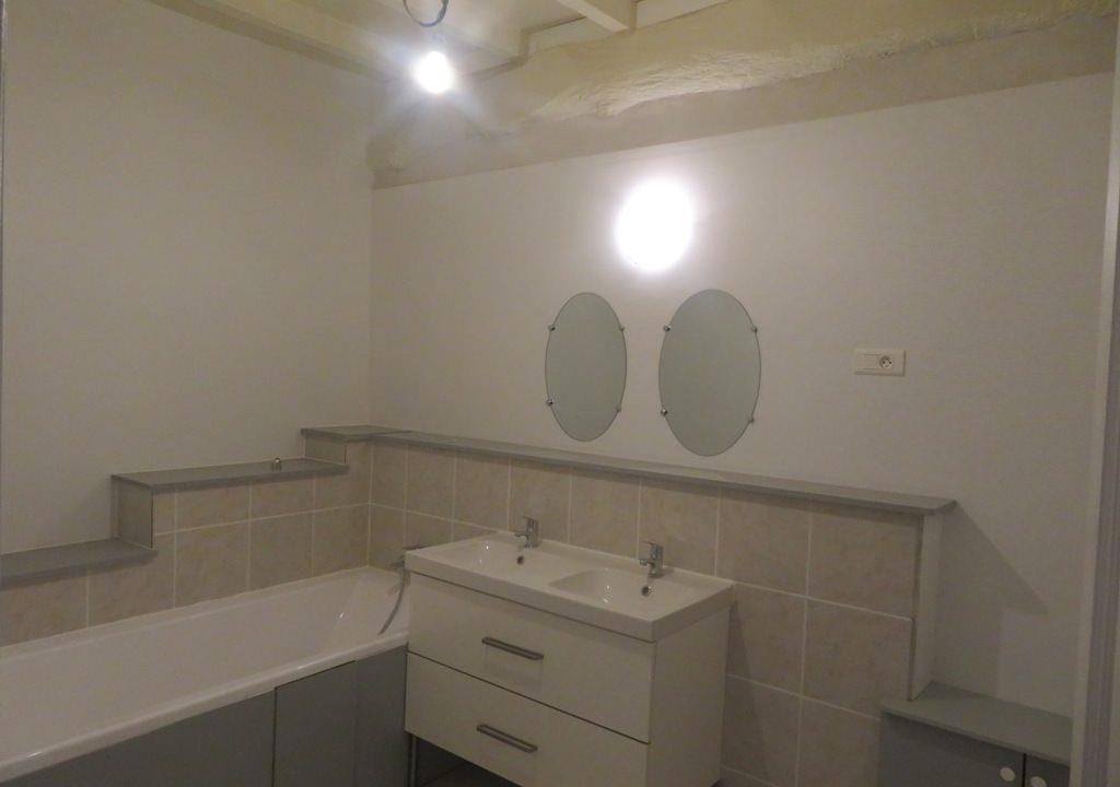 is 018 maison de village canton de rieumes salle de bains