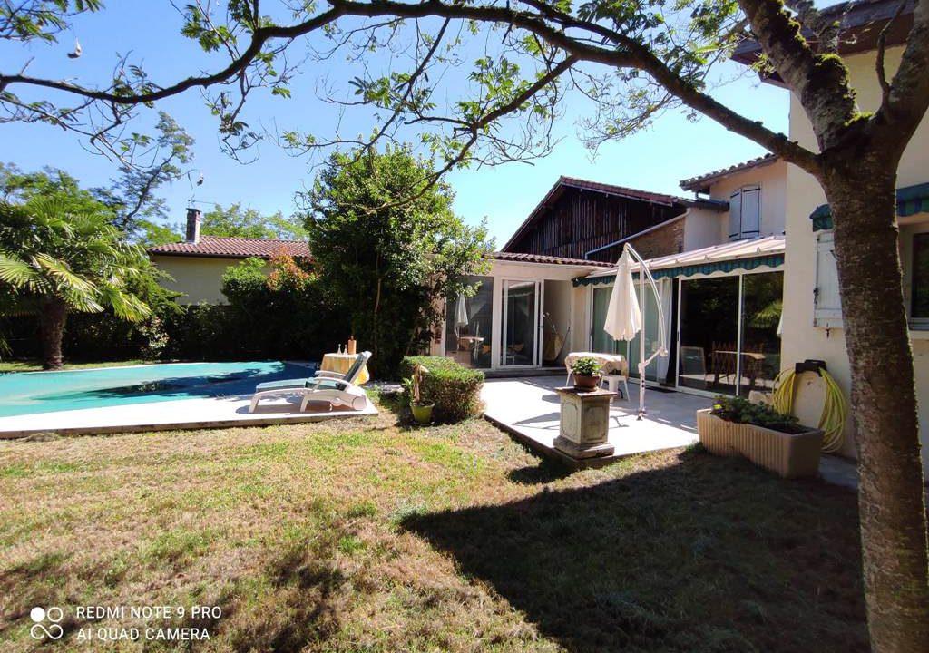 is 016 maison de village gers facade principale piscine 3