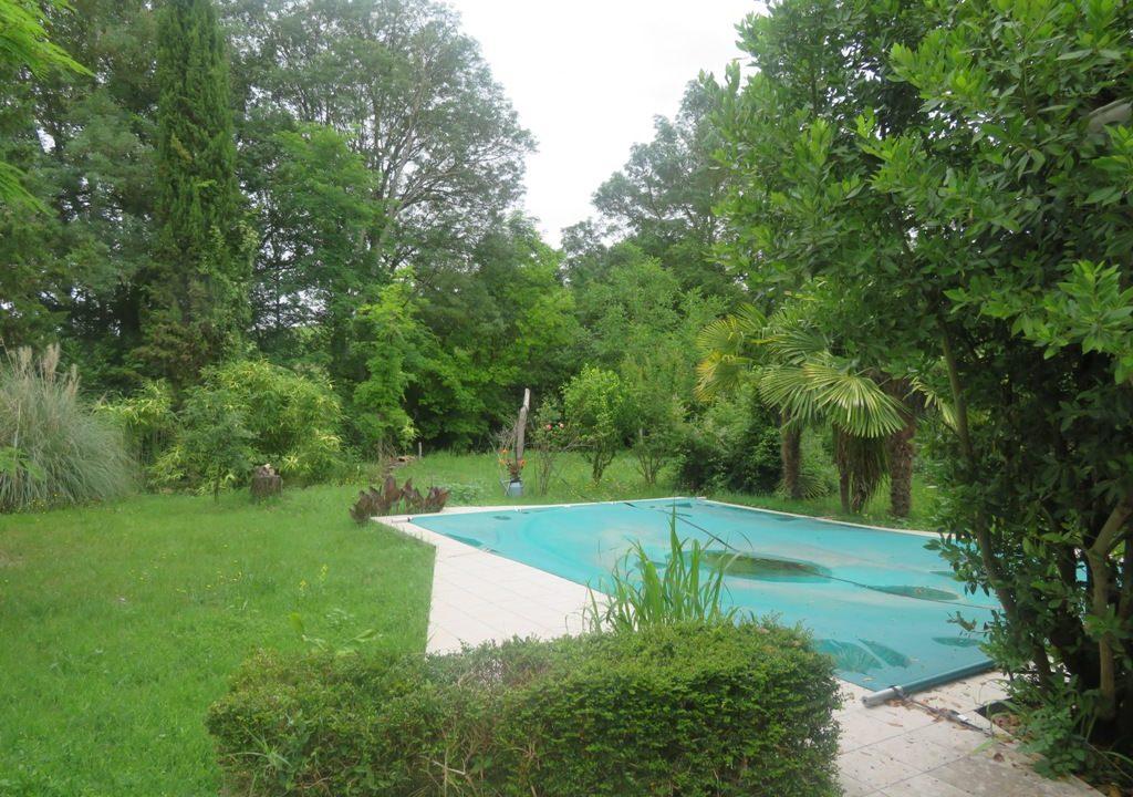 is 016 maison de village gers facade vue terrasse 2
