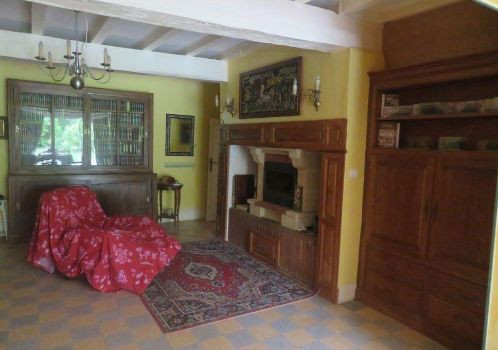 is 016 maison de village gers salon cheminee 2