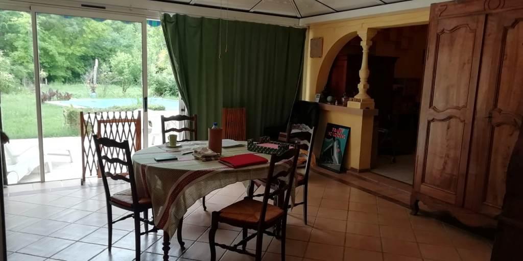 is 016 maison de village gers terrasse salle a manger vue jardin 1