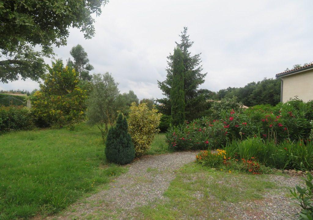 is 017 villa canton rieumes jardin