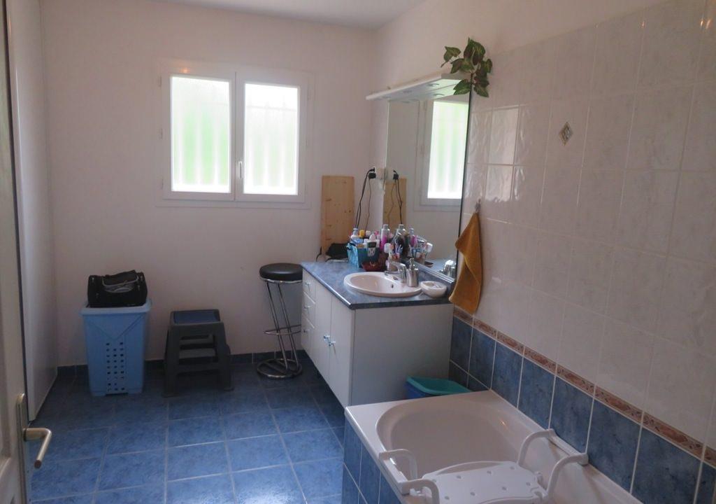 is 017 villa canton rieumes salle de bains