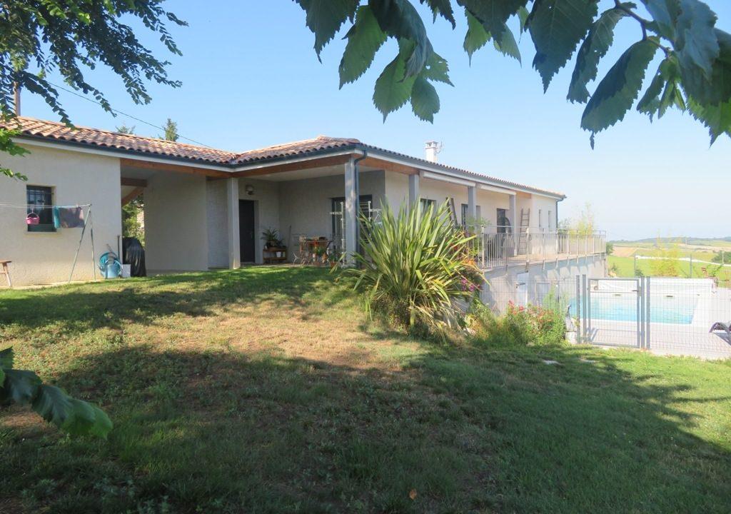 is 020 canton de rieumes facade piscine