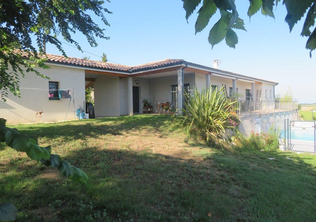 is 020 canton de rieumes facade piscine 2