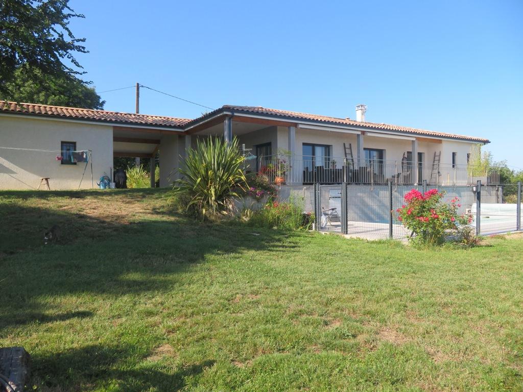 Canton de Rieumes (14 kms), villa T4, 119 m² hab. sur 8422 m² de terrain. Vue Pyrénées !!!!