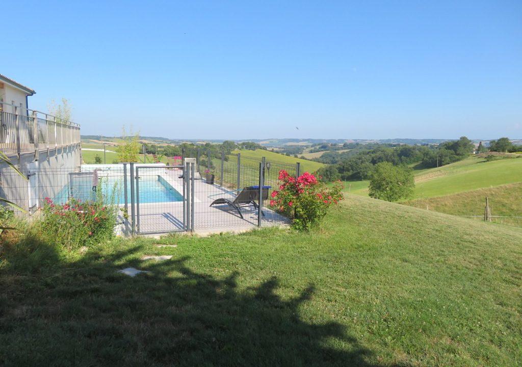 is 020 canton de rieumes piscine vue 2