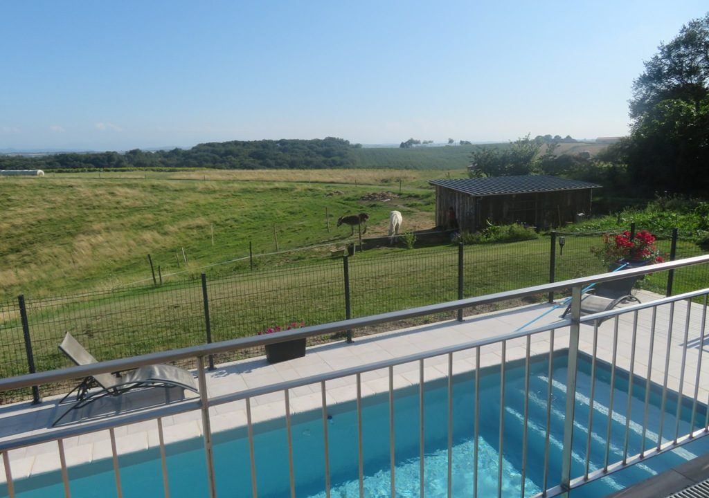 is 020 canton de rieumes villa piscine champs