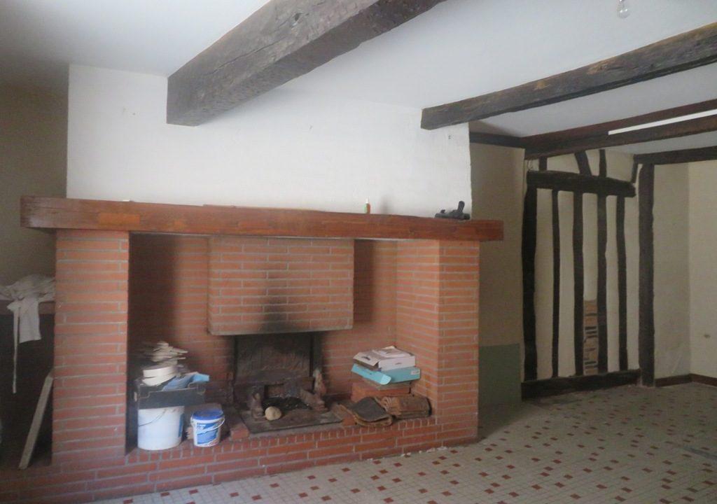 is 018 maison de village rieumes centre piece cheminee