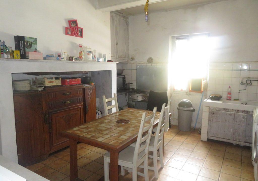 is 018 rieumes ferme terrain a lotir cuisine 1