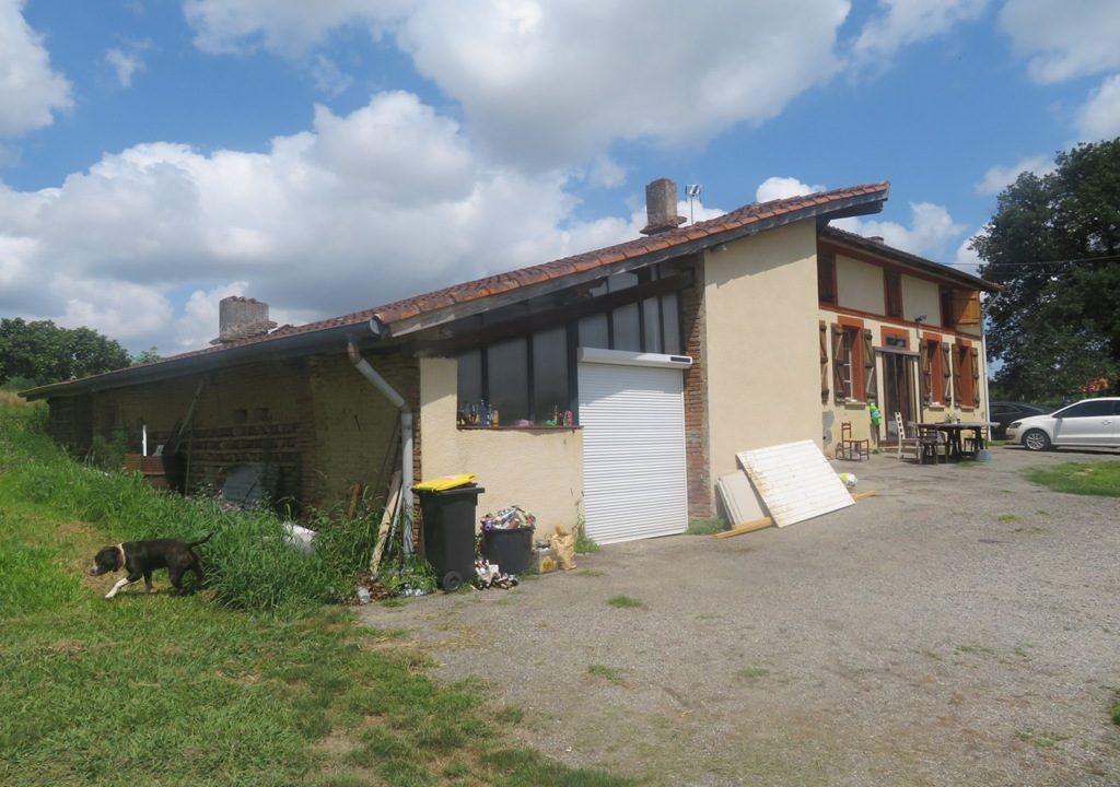 is 018 rieumes ferme terrain a lotir facade 2 1