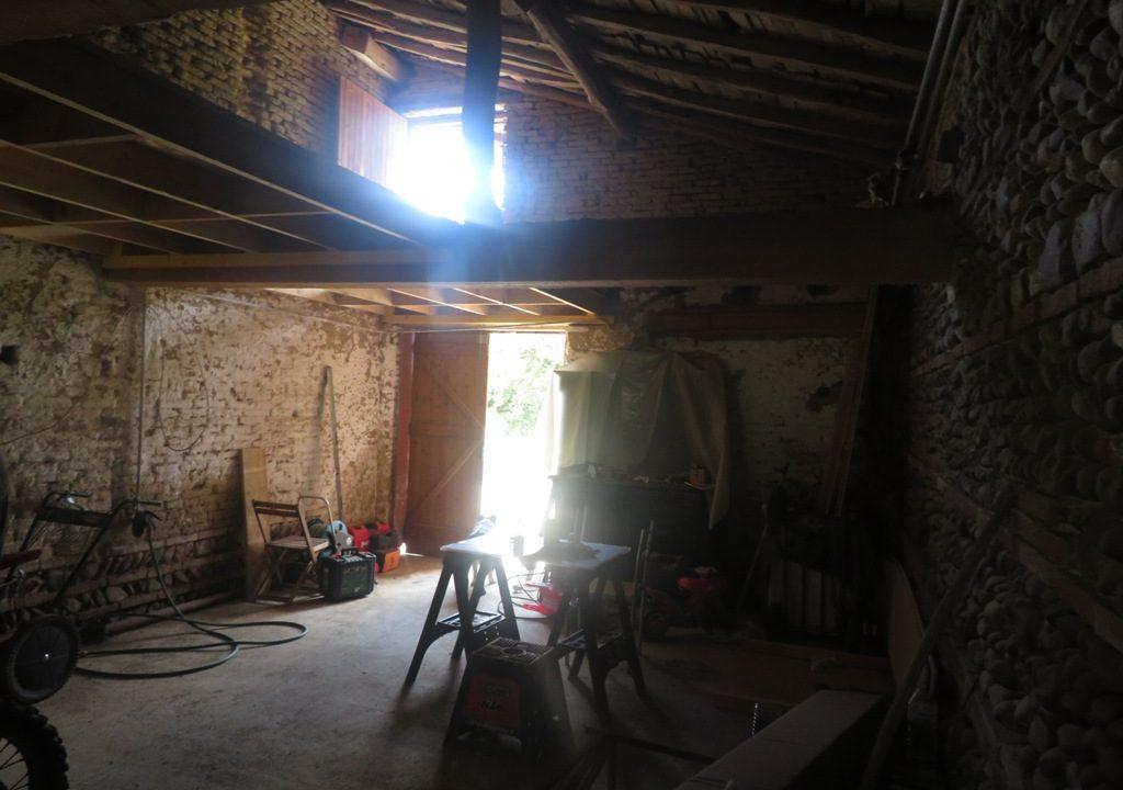 is 018 rieumes ferme terrain a lotir garage attenant 1